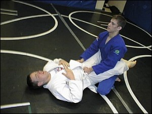 Tense posture inside closed guard